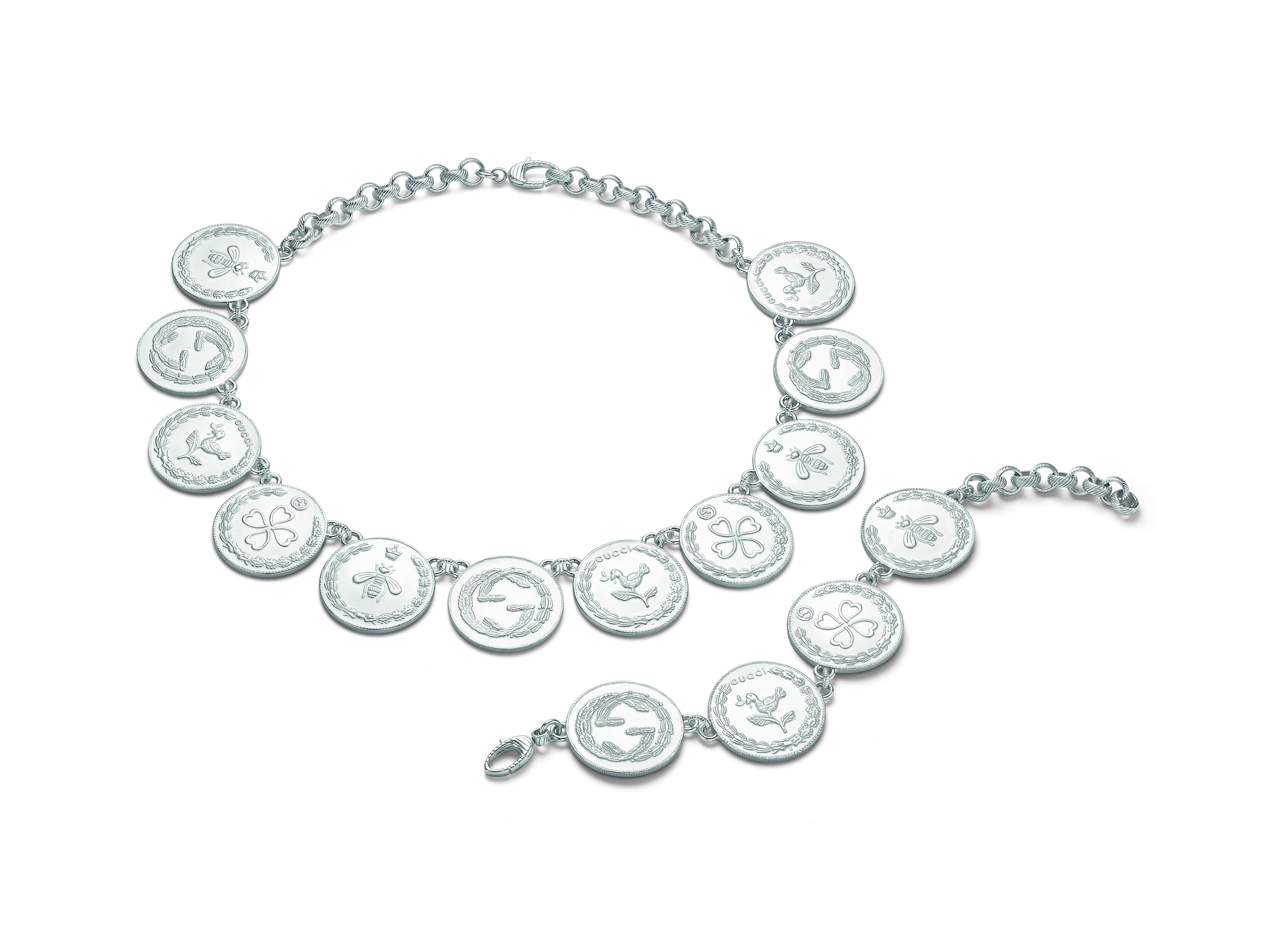 c3a0329a06 Gucci Jewelry declina in versione contemporanea i bracciali con charms  nella nuova parure che va ad arricchire la collezione di gioielli in  argento.